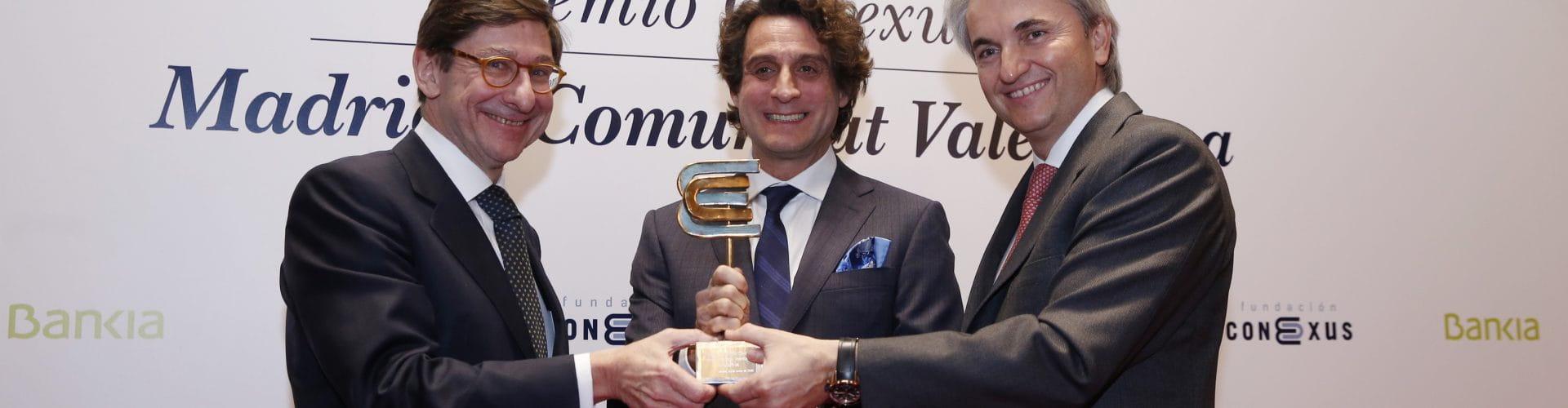 De izquierda a derecha: José Ignacio Goirigolzarri, presidente de Bankia; Dr. José Remohí, presidente de IVI y Manuel Broseta, presidente de Conexus.